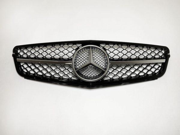 Решетка радиатора Mercedes W204 AMG 6.3 c хромированной полосой