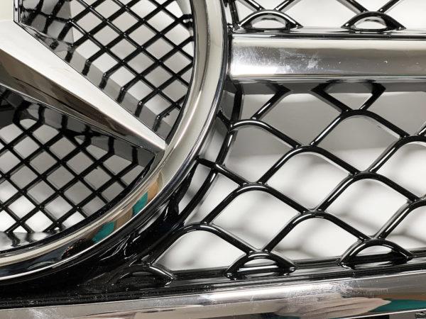 Решетка радиатора на Мерседес w204 c хромированной полосой