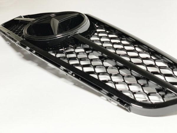 Решетка радиатора на Мерседес w204 черные молдинги
