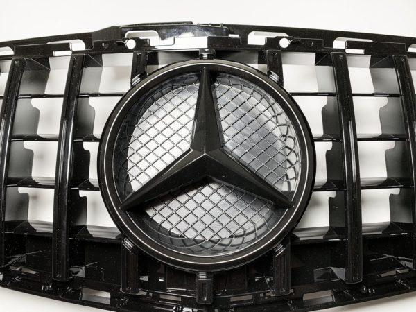 Решетка радиатора мерседес W212 GT